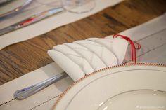mesa branca e vermelha da virada, mesa posta, decoração ano novo, festa reveillon, new year party