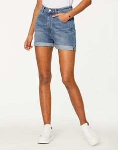 size: Our model is tall and is wearing size S / Product Description: Denim shorts made of organic cotton Country of origin: Turkey Le. Legging Outfits, Black Queen, Jeggings, Fashion Mode, Fashion Outfits, Vaqueros Boyfriend, Denim Cutoff Shorts, Mode Online, Vegan Lifestyle