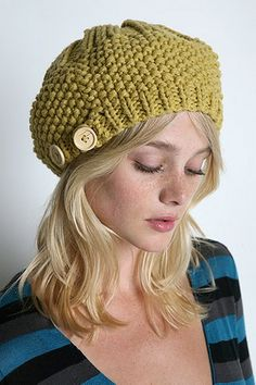 Lovely beret w/wood buttons(would someone plz knit me this!?)