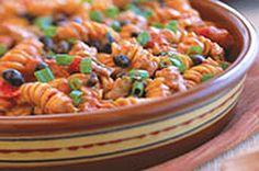 Ce plat de pâtes et de poulet tout-en-un déborde de la saveur réconfortante du chili.