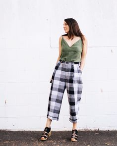 Cannot profess enough L O V E for no. I didn't know whether a crinkle linen would hold the shape like… Sustainable Fabrics, Diy Clothing, Crinkles, Parachute Pants, Sewing Projects, Sewing Patterns, Shape, Chic, How To Wear
