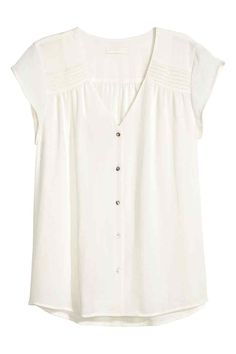 Short-sleeved blouse: CONSCIOUS. V-neck blouse in an airy crêpe weave with pin-tucks on the shoulders, short cap sleeves and pearly buttons down the front. The blouse is made partly from recycled polyester.