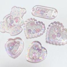 Diy Resin Art, Diy Resin Crafts, Uv Resin, Rainbow Aesthetic, Purple Aesthetic, Mini Things, Cool Things To Buy, Heart Keyring, Resin Charms