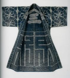 Hanten and happi : traditional japanese sashiko work coats : bold designs and colorful images by Cynthia Shaver Japanese Textiles, Japanese Fabric, Japanese Coat, Japanese Geisha, Japanese Outfits, Japanese Fashion, Japanese Clothing, Kimono Fashion, Boho Fashion