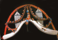 mutig pa lung headdress, of cloth with coral, turquiose gold and pearls mounted on a bamboo frame covered with felt. Gyantse, Tsang Province, Tibet. collection of Nelly Van den Abbeele