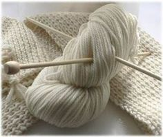 Come fare alcuni punti base (aumento barrato, aumento intercalato, maglia estrat. How to do some basic points (barred increase, intercalated increase, mesh extracted etc. Arm Knitting, Baby Knitting Patterns, Knitting Designs, Diy Crochet, Crochet Baby, Wool Sweaters, Lana, Knitted Hats, Knitwear