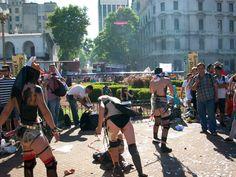 En la plaza (preparando performance)
