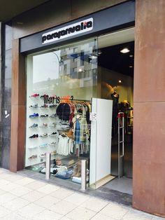 Escaparate y entrada a nuestra tienda en #Oviedo #Asturias #Parafernalia #shop #moda #style