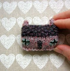 Cottage Brooch - So adorable! by Julia Marsh, Scotland, UK  aka handknittedthings