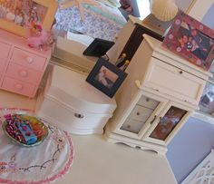 AWESOME ROOM PINK AND WHITE FOR GIRLY GIRLS!