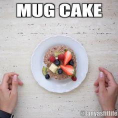 Jednoduchý Mug cake videorecept Oatmeal, Mugs, Breakfast, Cake, Food, The Oatmeal, Morning Coffee, Rolled Oats, Tumblers