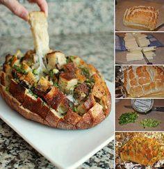 Pão, queijo, manteiga, cebola e cogumelos:  Refogue os cogumelos na manteiga com tomilho e reserve. Corte o pão superficialmente na horizontal e vertical. Forre uma assadeira com papel alumínio, coloque o pão e insira o queijo nas aberturas. Coloque os cogumelos entre os cortes. Refogue cebola e sementes de papoula na manteiga e regue o pão. Embrulhe tudo no papel alumínio e asse no forno por 15 minutos.  Desembrulhe e volte ao forno por mais 10 minutos. Acham que o resultado será bom? *.*