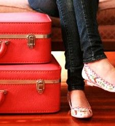 A Woman's Travel Essentials! My personal take on how to pack for traveling! I personally think it's a great how-to guide for first-time flyers, or those that tend to over-pack because I based mine on personal experience, and over-all comfort and ease of a traveling woman.