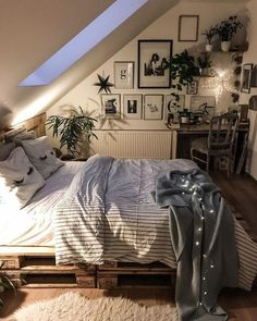 room inspiration Choosing Attic Design Is Simple Bedroom Decorations For Kids Gone are the days Cozy Bedroom, Bedroom Inspo, Home Decor Bedroom, Extra Bedroom, Modern Bedroom, Contemporary Bedroom, Bedroom Inspiration Cozy, Bedroom Vintage, Bedroom Bed
