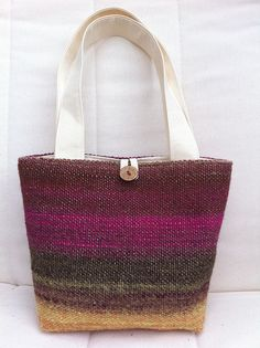 Love the color combination. Loom Weaving, Tapestry Weaving, Hand Weaving, Knitting Yarn, Hand Knitting, Weaving Projects, Purse Patterns, T Shirt Yarn, Green Bag