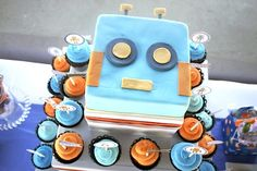 Love the robot cake