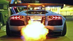 Der japanische Tuner Liberty Walk Performance hat sich einen der seltenen Lamborghini Aventador LP720-4 50 Anniversario geschnappt und ihn im typischen Liberty Walk-Design veredelt. Kotflügelverbreiterungen, Spoiler, Seitenschweller, ein Luftfahrwerk ... Read More