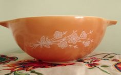"""Pyrex """"Butterfly Gold"""" (No. 444) 4 Quart Cinderalla Mixing bowl by MyComfyCozyHome on Etsy"""