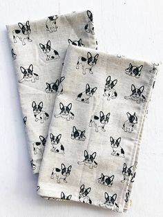 Natural, sturdy linen tea towel with an all over hand drawn doggy print. Features French Bulldogs/Boston Terriers. Sketchy quality, black ink on beige/natural off-white linen color. Features a loop for hanging. Machine washable, do not bleach. Iron if needed. Listing is for one tea towel. Measurements: 22.5in by 13.5 in