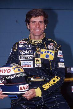 Luis Pérez-Sala Valls-Taberner (nacido el 15 de mayo de 1959 en Barcelona) es un ex piloto español que llegó a competir en la Fórmula 1.