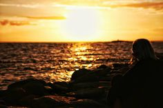 Together we will catch all sunsets.... . .  #mindfulness #Pixlr #snapseed #love #intheair #semester2016 #sunset #ocean #visitsweden #sweden #swedishmoments #water #nextlevel #biteme #life #setlife