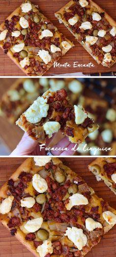 Focaccia de Calabresa. Tem jeito mais gostoso de começar a semana do que com Focaccia saindo do forno?