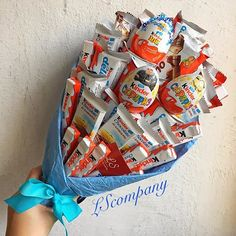 Bouquet kinder - Kinder ideen Bouquet kinder Bouquet kinder The post Bouquet kinder appeared first on Kinder ideen. Candy Gift Baskets, Diy Gift Baskets, Gift Hampers, Candy Gifts, Bouquet Cadeau, Candy Bouquet Diy, Diy Bouquet, Food Bouquet, Friend Birthday Gifts