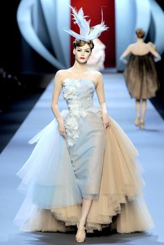 See the complete Christian Dior Spring 2011 Couture collection.