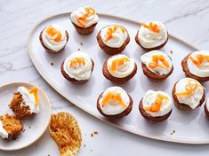 These not-too-sweet mini cupcakes give you all of the flavor of a classic carrot cake, plus a hint of tang in the cream cheese frosting. Mini Carrot Cake, Carrot Cake Cupcakes, Coconut Cupcakes, Cheesecake Cupcakes, Mini Cupcakes, Week Of Healthy Meals, Healthy Carrot Cakes, Snacks Sains, Desserts