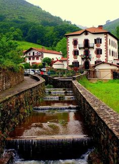Urdax, Navarra. España Amazing Destinations, Travel Destinations, Places To Travel, Places To Go, Inclusive Holidays, Basque Country, Architecture Old, Places Of Interest, Spain Travel