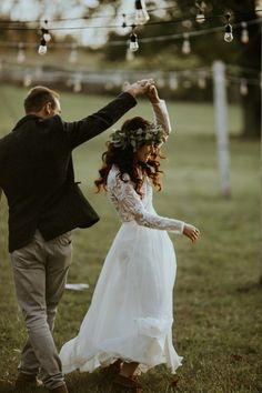 You will love every inch of this DIY family farm wedding in Pennsylvania . You& want to recreate every inch of this DIY family farm wedding in Pennsylvania – wedding Wedding Picture Poses, Wedding Poses, Wedding Photoshoot, Wedding Couples, Wedding Dresses, Wedding Ideas, Budget Wedding, Family Wedding Pictures, Farm Wedding Photos