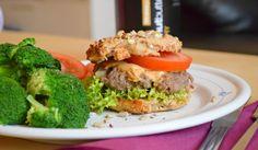 Gibt es etwas besseres als Burger? Nein, ich glaub auch nicht! :D Frische hausgemachte Brötchen, herrliches Burgerfleisch und dazu Erdnussbutter. Probier es aus! :)
