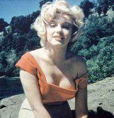 マリリン・モンローは、1926年に米カリフォルニア州ロサンゼルスに生まれた。本名は、ノーマ・ジーン・ベイカー。46年に…