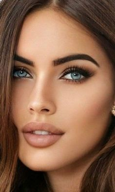 Most Beautiful Eyes, Absolutely Gorgeous, Beautiful Women, Hip Thigh Tattoos, Model Face, Flawless Face, Pretty Eyes, Body Shapes, Face And Body