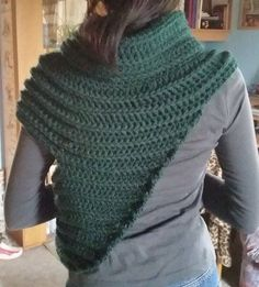Free pattern for a cool poncho - love it.