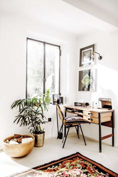 You won't mind getting work done with a home office like one of these. See these 20 inspiring photos for the best decorating and office design ideas for your home office, office furniture, home office ideas Home Office Space, Home Office Design, Home Office Decor, Diy Home Decor, Room Decor, House Design, Office Ideas, Office Inspo, Office Decorations