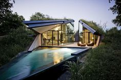 Pictures - Edgeland House - Photo: Bercy Chen Studio - Architizer    <3 this house in Austin