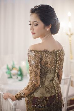 Kebaya Lace, Kebaya Brokat, Dress Brokat, Model Dress Kebaya, Kebaya Modern Dress, Elegant Dresses, Pretty Dresses, Model Kebaya Modern, Indonesian Kebaya