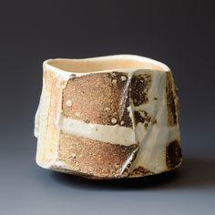 Yakimono Page Liked · July 2013 · · Akira Satake made this Chawan in 2016 — with Akira Satake in United States. Raku Pottery, Pottery Sculpture, Slab Pottery, Sculpture Clay, Ceramic Sculptures, Ceramic Mugs, Ceramic Bowls, Ceramic Art, Glass Bowls
