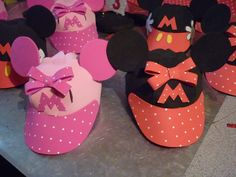 Foamy Mickey and Minnie Visors Mickey Mouse Clubhouse, Mickey Mouse Pinata, Minnie Mouse Decorations, Mickey E Minie, Fiesta Mickey Mouse, Minnie Mouse 1st Birthday, Minnie Mouse Party, Foam Crafts, Diy And Crafts