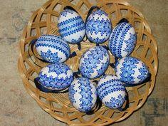Reliefní - hustý vzor Easter Egg Designs, Egg Art, Line Design, Easter Crafts, Easter Eggs, Decoupage, Diy And Crafts, Blue And White, Holiday