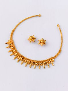 Gold Jewelry Top 9 Awesome 5 gram Gold Necklace Designs India - Here are the 9 best 5 gram gold necklace designs. 5 gm gold necklace is exquisite and cost effective. You can get wonderful patterns in this amount of gold. Jewelry Design Earrings, Gold Earrings Designs, Necklace Designs, Gold Designs, Gold Wedding Jewelry, Gold Jewelry Simple, Gold Bangles Design, Gold Jewellery Design, Resin Jewellery