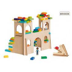 Een houten kasteel voor je Lego. Nog in te kleuren ook! brikkon.nl