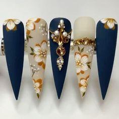Edgy Nails, Glam Nails, Elegant Nails, Bling Nails, Stylish Nails, Stiletto Nails, Long Nail Art, Long Acrylic Nails, Nails Design With Rhinestones