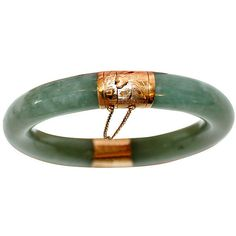 Little Treasures Pre-Owned 14K Gold & Jade Bangle ($925) ❤ liked on Polyvore featuring jewelry, bracelets, jade bracelet, 14k gold bracelet, bracelet bangle, jade bangle and cicret bracelet