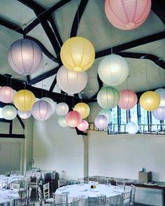 Mooie pastel lampionnen, helemaal in dit jaar.   Pastel paper lantern wedding decoration Huwelijks ideeën  Trouw ideeën bruiloftsversiering Lanternes, PomPom diy bohemian  #lampion #lampionnen #eventstyling #eventdesign #love #paperlanterns #pastel #festival #wedding #weddingideas #weddinginspiration #styling #design #huwelijk #trouwen #trouwinspiratie #communie @lampionlampionnen.nl idées de mariage, fête de mariage, Lanternes à papier, idées de mariage, lampions colorés, lampions blancs…