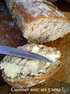 pain rapide aux noisettes: Excellent ! Possibilité de remplacer les noisettes par des amandes ou autres et de remplacer 50 g de farine et 25 g de poudre de noisettes par 75 g de son d'avoine ou de blé