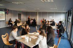 Étudiants et responsables pédagogiques de Savignac présentant les formations de l'Ecole de Savignac lors de la journée Portes Ouvertes 2014