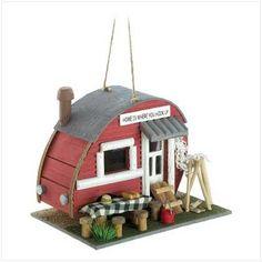 Vintage Trailer Birdhouse - Pin it for later!