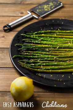 Easy Roasted Asparagus Recipe - Chichilicious.com Oven Roasted Asparagus, Grilled Asparagus, Easy Asparagus Recipes, Veggie Recipes, Vegetarian Appetizers, Food N, Clean Eating Recipes, Food Print, Recipes